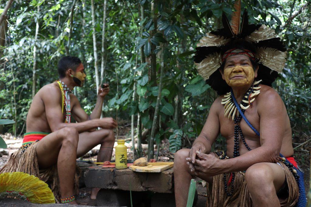 dois índios da tribo da reserva da jaqueira